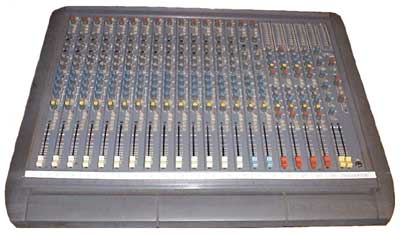 Soundcraft 200 Delta mixing console